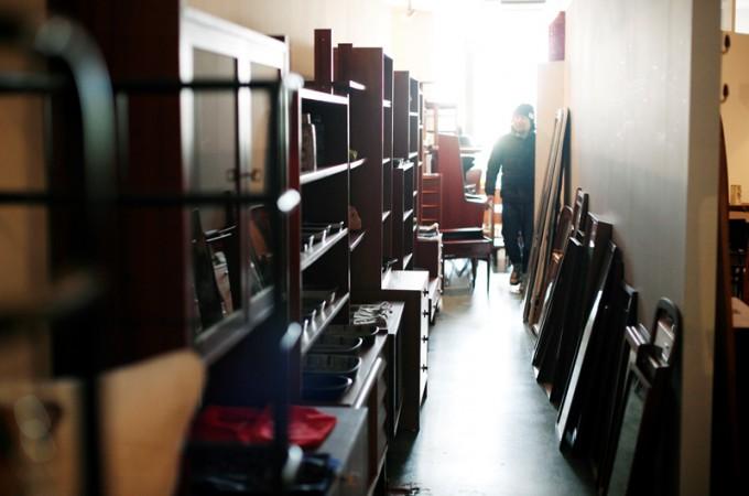 リペア、メンテナンスが終わった家具は撮影、店頭へ。